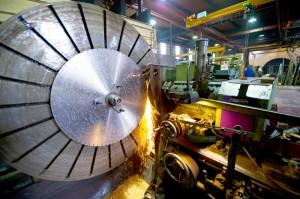 Fabrication de lames de scies industrielles, planage, rectification, affutage, taillage des lames. metallurgie